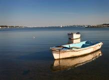 Stockez la photo des bateaux de ligne ancrés dans le port de Poole Photo libre de droits