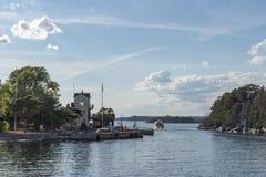 Stockholm-Archipel am Abend stockbilder