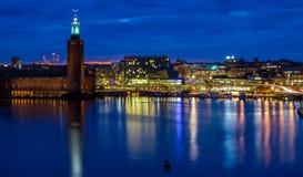 Stockholm cityhall Skyline während der Nacht Stockbilder