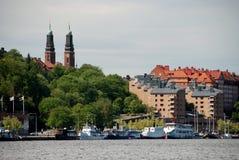 Stockholm. De gammala byggnaderna på seaboarden royaltyfri bild