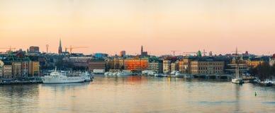 Stockholm durch Wasser stockfotografie