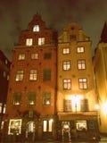 Stockholm 2 gamla hus på den gamla fyrkanten Arkivfoton