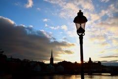 Stockholm geht in einen Sonnenuntergang stockfoto