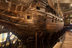 STOCKHOLM - JANUARI 6: 17th århundradeVasakrigsskepp som bärgas från Royaltyfri Foto