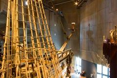 STOCKHOLM - JULI 24: 17th århundradeVasakrigsskepp som bärgas från havet på museet i Stockholm Royaltyfri Bild