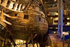 STOCKHOLM - JULI 24: 17th århundradeVasakrigsskepp som bärgas från havet på museet i Stockholm Royaltyfri Fotografi