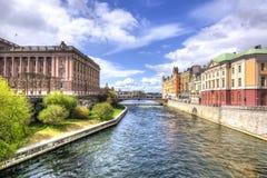 Stockholm-Kanal nahe Parlamentsgebäude, Schweden Stockbild