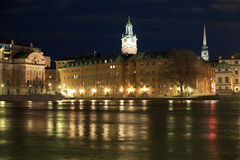 Stockholm, nachtmening van Gamla Stan, Zweden Stock Foto's