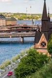 STOCKHOLM, SCHWEDEN - 14. JULI 2017: Ansicht über Mariahissen, alte Stadt und Djurgarden von Södermalm in Stockholm, Schweden Stockfotos