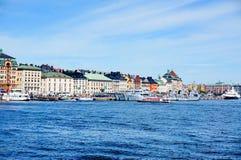 STOCKHOLM, SCHWEDEN - JUNI 13,2015: Marineschiffe an der alten Stadt lizenzfreie stockbilder