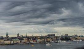 STOCKHOLM, SCHWEDEN - 09, 2017: Vogelperspektivemeer und alte Stadt in Sto Lizenzfreie Stockfotos