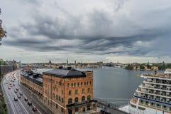 STOCKHOLM, SCHWEDEN - 09, 2017: Vogelperspektivemeer und alte Stadt in Sto Stockbild