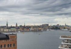 STOCKHOLM, SCHWEDEN - 09, 2017: Vogelperspektivemeer und alte Stadt in Sto Stockbilder
