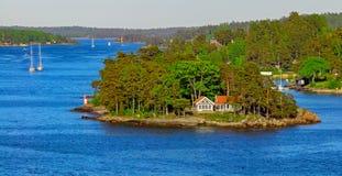 Stockholm skärgård på den soliga aftonen Fotografering för Bildbyråer
