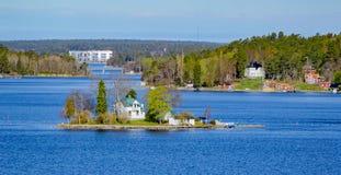 Stockholm skärgård på den soliga morgonen Royaltyfria Foton