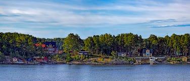 Stockholm skärgård på den soliga morgonen Arkivfoto