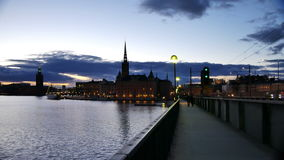 Stockholm stad på skymning arkivfilmer