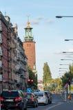 Stockholm stadshus på solnedgången från Norr Mälarstrand arkivfoto