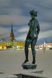 Stockholm, statue sur le fond de l'île de Riddarholmen images libres de droits