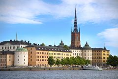 STOCKHOLM, SUÈDE - 20 AOÛT 2016 : Bateau de touristes et vue de G Images libres de droits