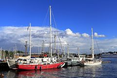 Stockholm, Suède - bateaux s'accouplant par l'île de Djurgarden Photo libre de droits