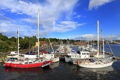 Stockholm, Suède - bateaux s'accouplant par l'île de Djurgarden Image stock