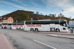 STOCKHOLM, SUÈDE - 26 OCTOBRE : l'autobus de la LIGNE société de VIKING attend des passagers sur le terminal, SUÈDE - 26 octobre  Images stock