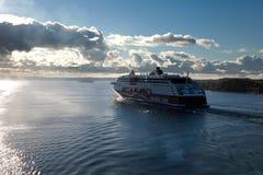 STOCKHOLM, SUÈDE 28 SEPTEMBRE : Flotteur de ferry de Viking Line sur des fjords Images stock