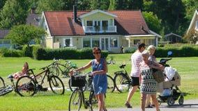 STOCKHOLM - SVERIGE, AUGUSTI 2015: bysikt nära stad stock video