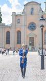 Stockholm Sverige - Augusti 18, 2014 - den kungliga vakten på Royal Palace (i den gamla staden Gamla Stan), den huvudsakliga vakt Arkivfoto