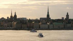 STOCKHOLM - SVERIGE, AUGUSTI 2015: gammal stadssikt på solnedgången arkivfilmer