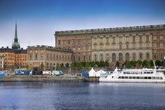 STOCKHOLM SVERIGE - AUGUSTI 20, 2016: Sikt av Gamla Stan och Royaltyfria Bilder