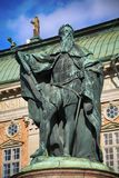 STOCKHOLM SVERIGE - AUGUSTI 19, 2016: Sikt på statyn av Gustavo E Royaltyfri Foto