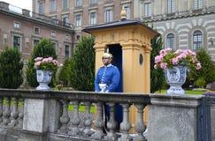 STOCKHOLM SVERIGE - AUGUSTI 20, 2016: Svenska kungliga vakter av hon Royaltyfria Foton