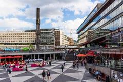 STOCKHOLM SVERIGE - CIRCA 2016 - Ergels Torg Stockholm Mas Tok är det huvudsakliga shoppingområdet i Stockholm, Sverige Royaltyfri Bild