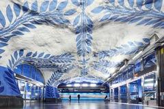 STOCKHOLM SVERIGE - December 12, 2017 Stockholm underjordisk tunnelbanastation T-Centralen royaltyfria foton