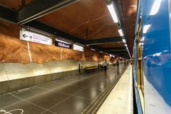 STOCKHOLM SVERIGE - 22nd av Maj, 2014 metroradhusetstation stockholm Samling av Stockholm tunnelbanakonst - mest fantastisk värld Arkivbilder