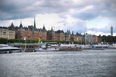STOCKHOLM, SWEDEN - AUGUST 20, 2016: Many people walk and visit. On Strandvagen street on Ostermalm distric with touristic sightseeing boats in Stockholm Royalty Free Stock Images