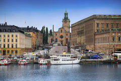 STOCKHOLM, SWEDEN - AUGUST 20, 2016: View of Gamla Stan from bri. Dge Skeppsholmsbron. Old buildings on Stockholm quay and touristic sightseeing boats in Royalty Free Stock Image
