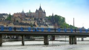 stockholm sweeden den gamla stadssikten med tunnelbanabortgång, lager videofilmer