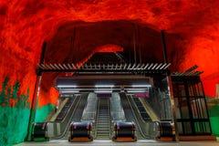 Stockholm tunnelbana eller tunnelbanastationsSolna Centrum med brandli fotografering för bildbyråer