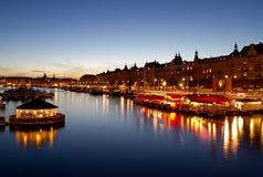 Stockholm-Ufergegend nachts. Stockfotos