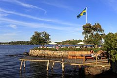 Stockholm, Vaxholm-Eiland, Zweden - Overzeese kust in stad van Vaxholm Stock Foto's