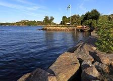 Stockholm, Vaxholm-Eiland, Zweden - Overzeese kust in stad van Vaxholm Stock Afbeeldingen