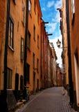 Stockholm: vergessenes Fahrrad und Taube im schmalen str Stockfoto