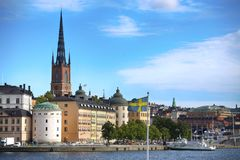 STOCKHOLM, ZWEDEN - AUGUSTUS 20, 2016: Toeristenboot en Mening van G Stock Foto