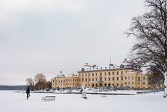 STOCKHOLM, ZWEDEN - JANUARI 7, 2017: Mening over het Paleis en het park van Drottningholm op de winterdag Huiswoonplaats van Zwee Royalty-vrije Stock Afbeeldingen