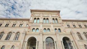 Stockholm, Zweden, Juli 2018: De bouw van het Nationale Museum van Zweden is het grootste museum van Zweden ` s van beeldende kun stock footage