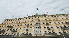 Stockholm, Zweden, Juli 2018: De mooie bouw van het Grote Hotel in Stockholm, Zweden Geschoten op Canon 5D Mark II met Eerste l-L stock video