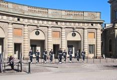 Stockholm zweden Wacht in Royal Palace stock afbeeldingen